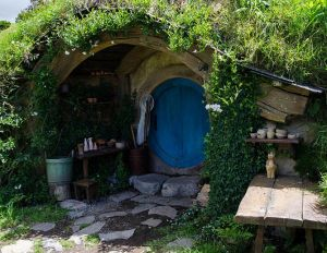 Hobbit Hole, by Jeff Hitchcock. Licensed under Creative Commons Attribution 3.0 Generic
