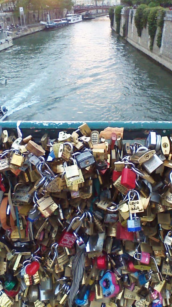 River Seine, locks of love